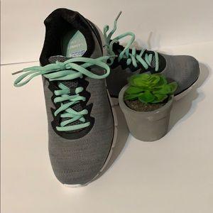 NWT Fila Black & Turquoise Memory Shoes